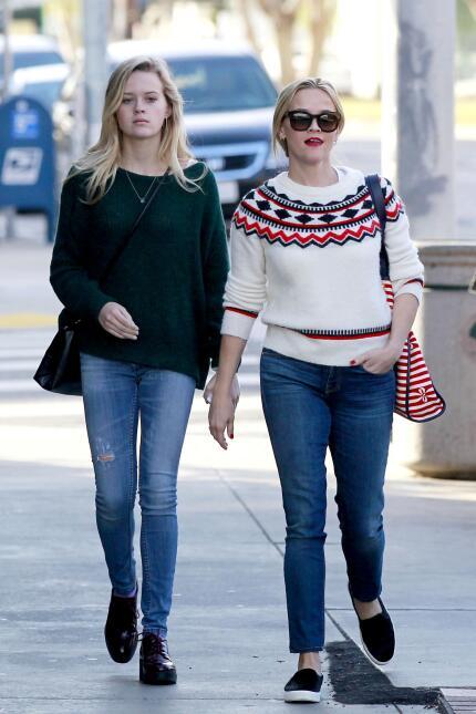 Reese y su hija, se ven freaky una junto a la otra WB_RWAHID151214_09.jpg