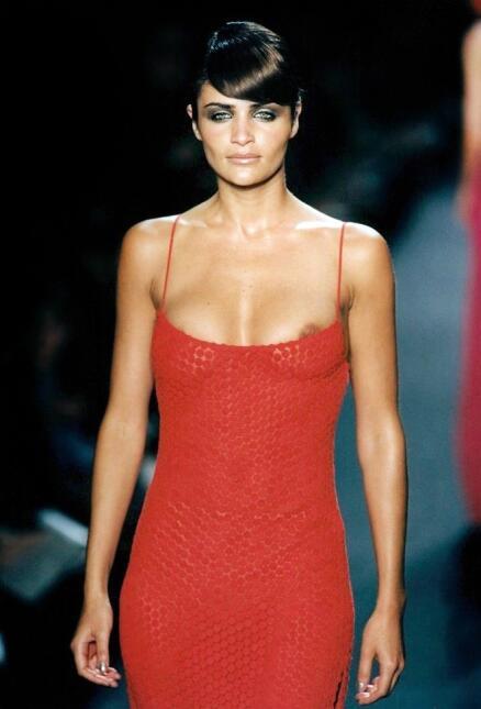 En 1997, Helena Christensen causaba furor con su belleza danesa. Diez añ...