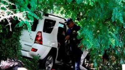 La camioneta se impacto contra un puesto de frutas. (Imagen tomada de Tw...
