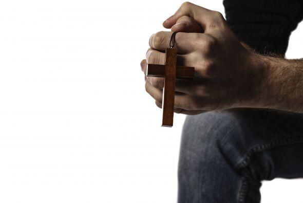 4.  Orar. Entre más cerca esté uno de Dios más protegido estará contra e...