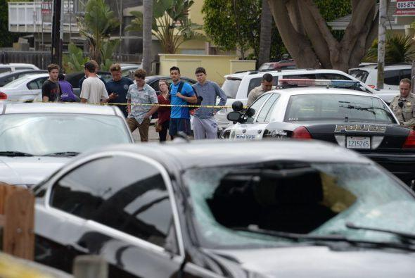 Fueron hechos aparentemente por un hombre armado que abrió fuego indiscr...