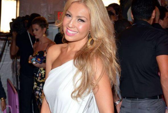 Thalía soprendió a todos durante los Premios Juventud cuando llegó con s...