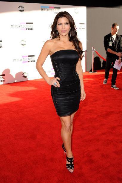 Lauren Sanchez podía haberse esforzado un poco mas. Un vestido negro y a...