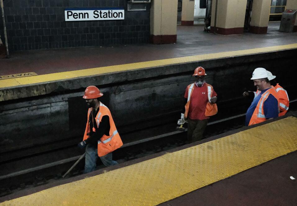 Fuego en una estación interrumpe servicio en el subway de Nueva York Amt...