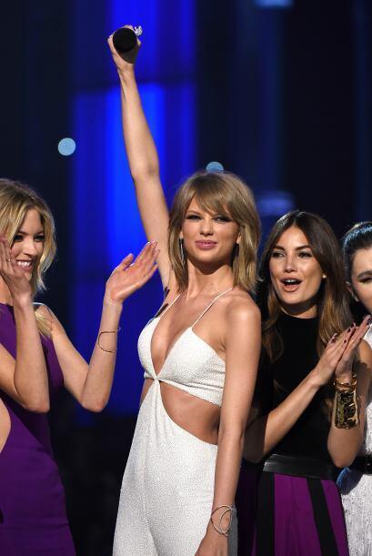 La gran ganadora de los Billboard fue Taylor Swift, quien alzó por todo...