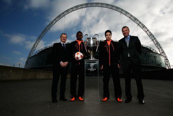 También se vio a directivos de la UEFA, acompañados por otros cracks del...