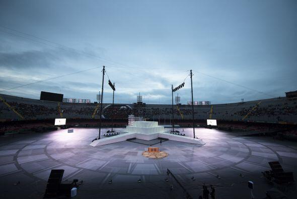EL clima amenazó con retrasar la ceremonia, pero al final el cielo se de...