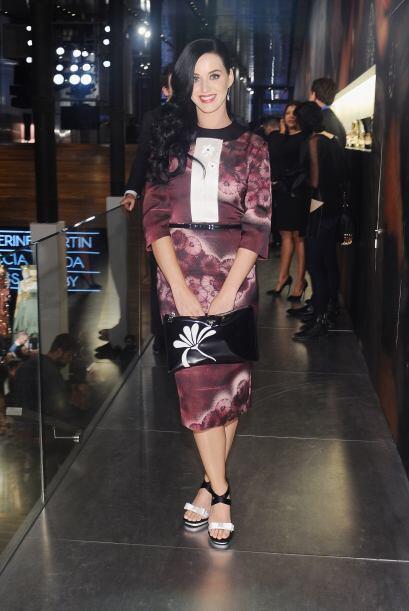 Aunque Katy Perry se carga una sonrisa de oreja a oreja, su 'kimono' es...