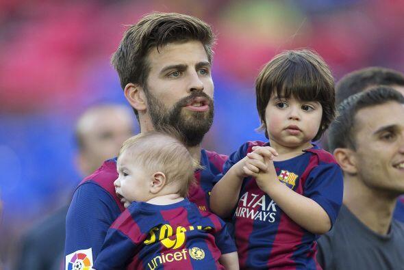 A Piqué le encanta compartir sus triunfos con su familia.