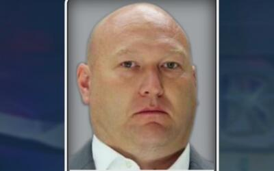 Se entrega el policía acusado de dispararle y causarle la muerte a una m...