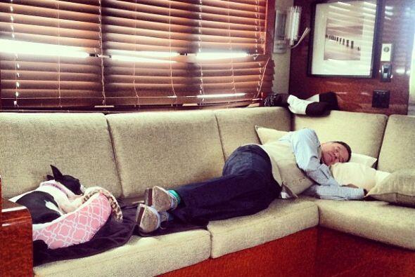 A veces el cansancio lo dominaba, así que una buena siesta no le caía na...
