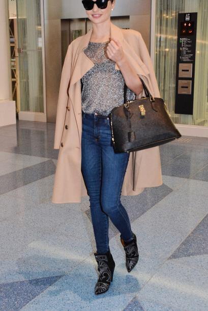 Miranda Kerr una vez más demuestra que domina la pasarela y las c...