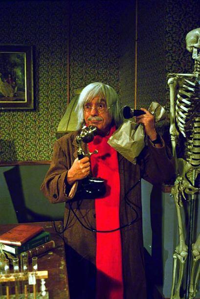 El doctor Chapatín fue uno de sus primeros personajes. Este médico ya en...