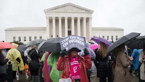 Una protesta a favor del aborto frente a la Corte Suprema en Washington...