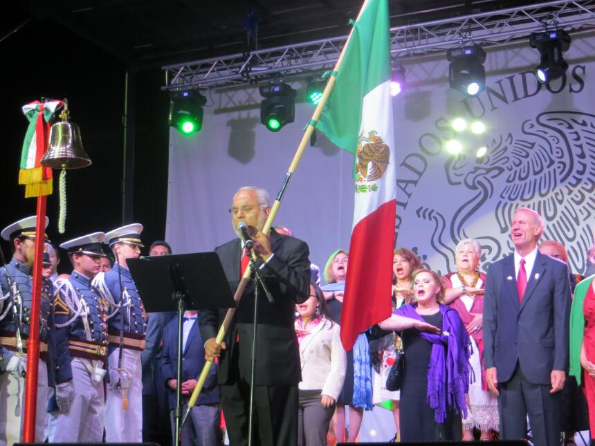 Este 15 de septiembre más de 12 mil personas gritaron Viva México en el...