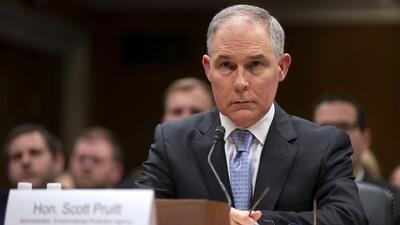 Renuncia el jefe de la Agencia de Protección Ambiental tras escándalos por presuntos malos manejos