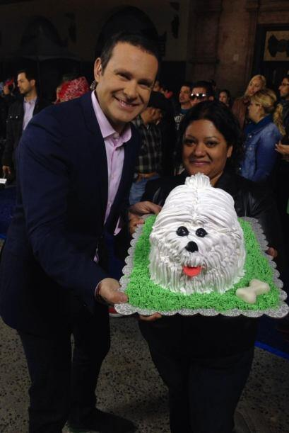 """""""¡Increíble! El pastel que me trajo Francisca Gálvez aquí en LA en @Desp..."""