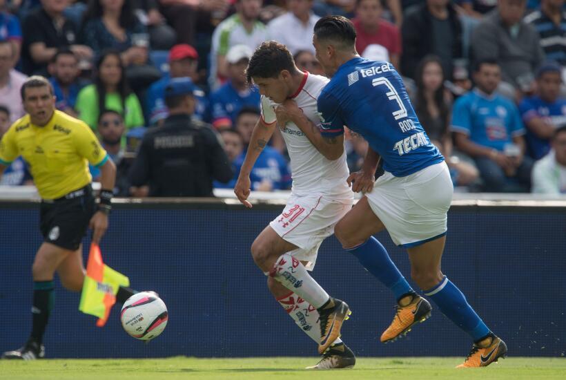 Cruz Azul y Toluca siguen invictos, pero aburren con empate sin goles