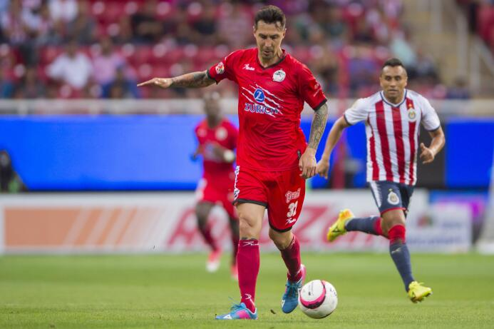 En duelo de golazos, Chivas cae en casa ente Lobos BUAP 20170926-4187.jpg