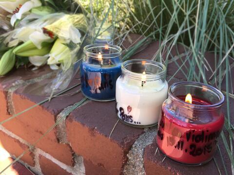 En memoria de víctimas de Paris