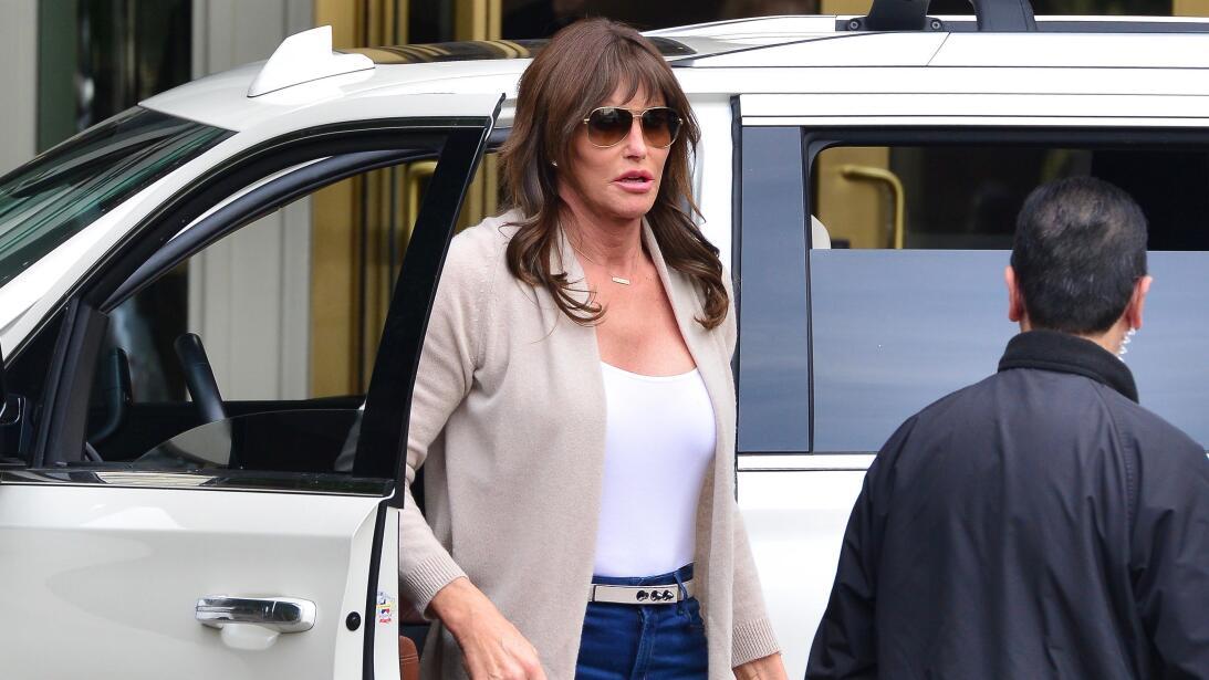 Los formidables carros del clan Kardashian-Jenner x17-cjlsisj151221-12.jpg