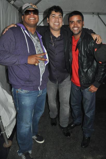Lennox, El Pachá de Univision Radio y Zion sonriendo tras bastidores, an...