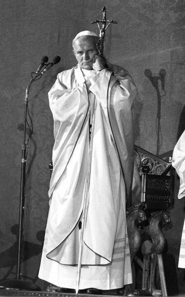 En Italia 130 salas proyectarán la misa de canonización, precisa la web...