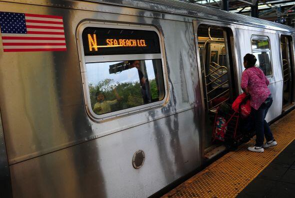 En el estado de Nueva York, el fallo de suministro eléctrico afectó a un...