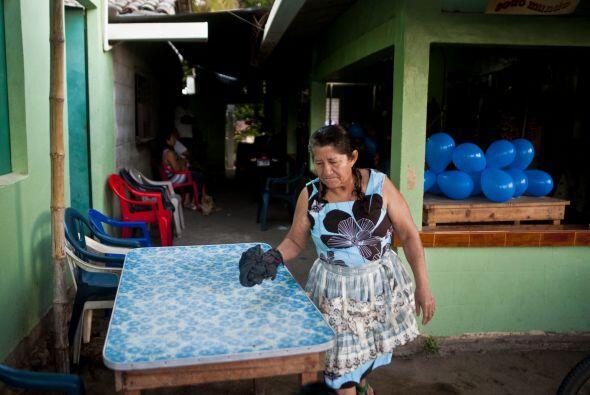 Su madre, María Julia Alvarenga, quien permaneció estos d&...