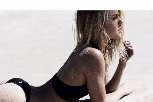 La modelo australiana deslumbró con su belleza tanto a pilotos como a lo...