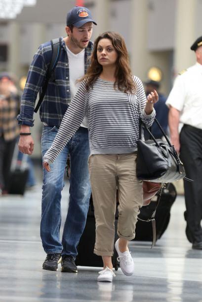 Mila Kunis y Ashton Kutcher regresaron de unos días en New Orleans. Mira...