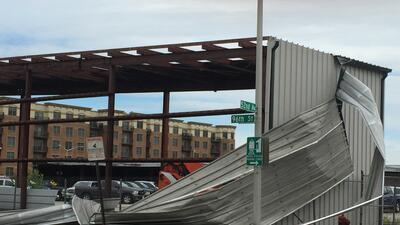 Graves daños a un inmueble en barrio de Oak Lawn por las tormentas