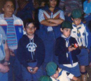 El chico que está a la derecha de esta foto es Daniel Guerra, Est...