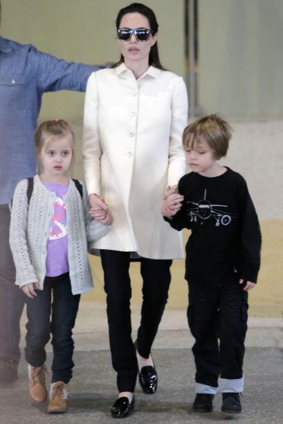 Angelina llegó al aeropuerto de Los Angeles.