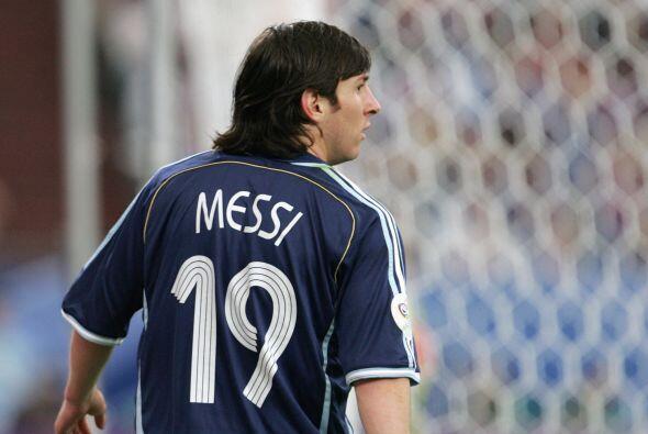 En el mismo año Messi tendría un debut poco esperado con la selección de...