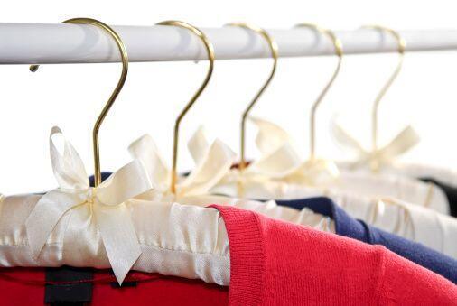 No hay mejor opción para colgar tu ropa que los ganchos acolchonados, ya...