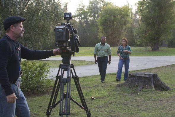 Tony Dandrades y Olga Tañon detrás de cámaras.