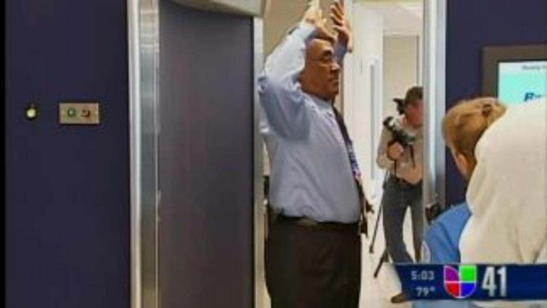 Desnudos frente al escáner en los aeropuertos