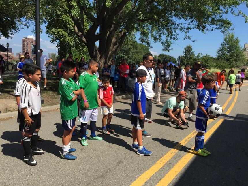 Decenas de equipos deportivos de NYC participaron en el torneo