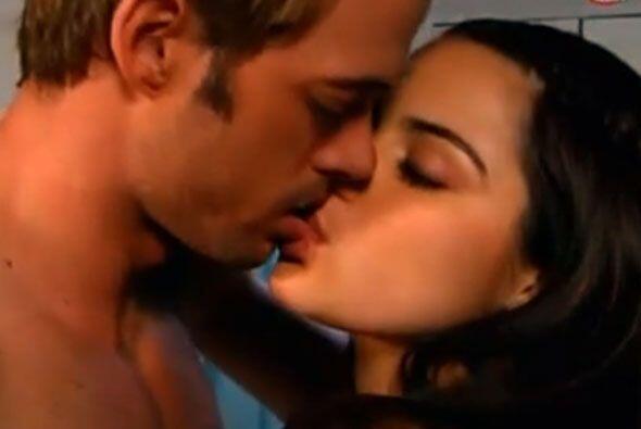 Nuestro primer beso en la lista es este de Maite Perroni y William Levy...