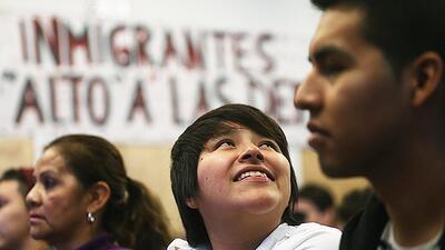 Algunos inmigrantes indocumentados amparados temporalmente de su deporta...