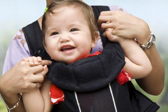 Lleva un 'baby carrier'. La cercanía con tu cuerpo ayudará a tu bebé a s...