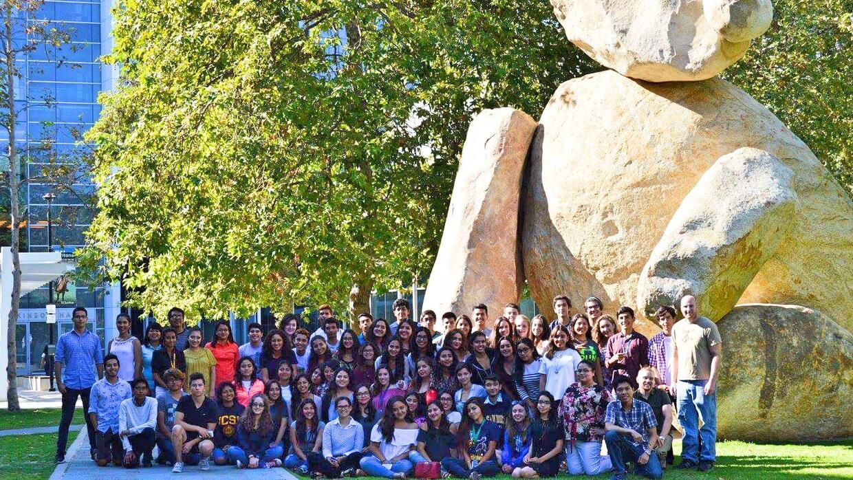 Estudiantes que participaron en programa ENLACE de UCSD.