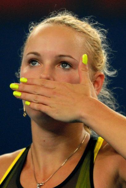 Caroline Wozniacki se despide de su público tras su victoria y se enfren...