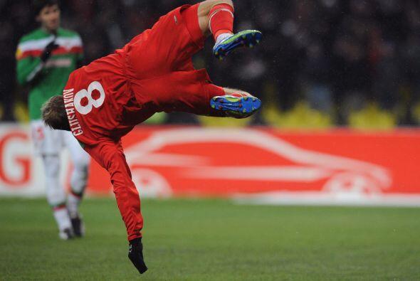 Dennis Glushakov puso el gol para el empate temporal.