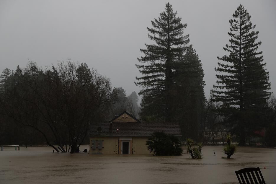 Una nueva serie de tormentas está trayendo fuertes lluvias e inundacione...