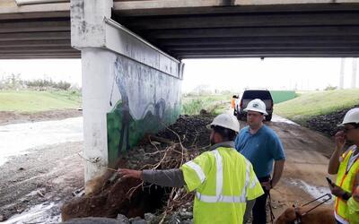 El puente averiado por el huracán María en la carretera PR...