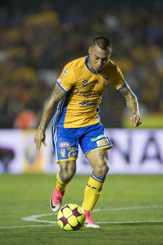 Tigres golea a Chivas y los baja de la nube. Eduardo Vargas.jpg