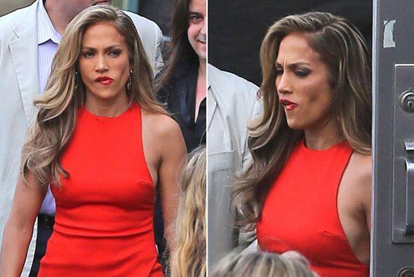 Antes de irse a grabar su programa, notamos que Jennifer Lopez se limpia...