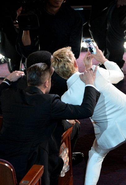 """Y esta es otra toma de la """"selfie"""" de Ellen DeGeneres, cuando la tomó co..."""
